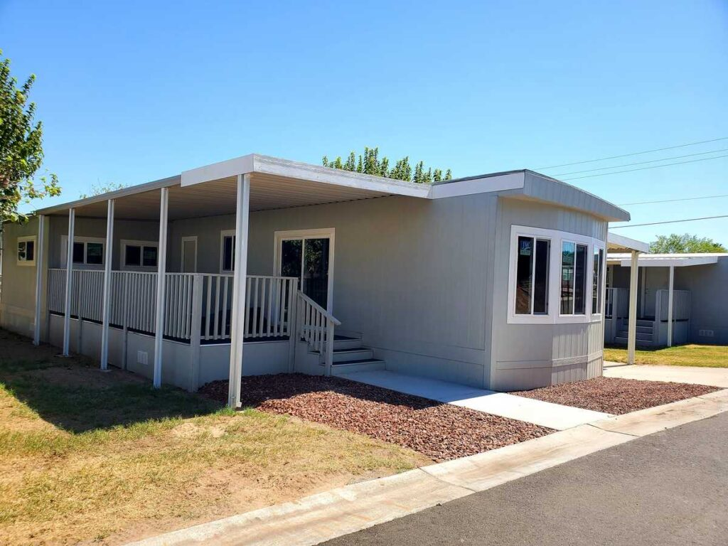 Space F-2 – $49,900 – 2 Bed, 1 Bath – Vintage Charm! Make this home your own